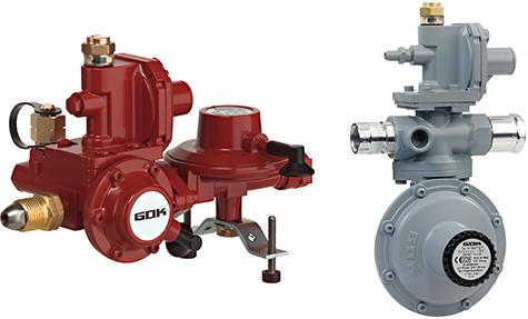 Roter und grauer Niederdruckregler für Behälteranlagen an Flüssiggastanks.