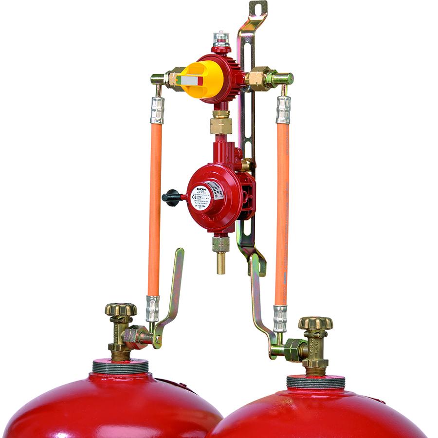 Häufig bei Mobilheimen verwendet: Zweiflaschenanlage für 33 kg-Gasflaschen.