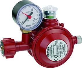 Der rote Druckregler 05 150 00 hat ein Manometer integriert. Somit kann der Betreiber eine Dichtheitsprüfung an der Flüssiggas-Flaschenanlage durchführen.
