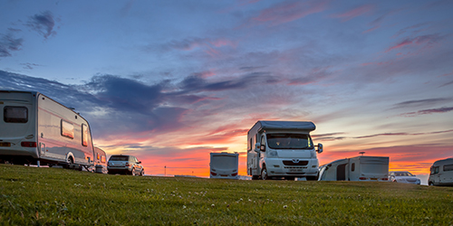 Gasheizgeräte im Vorzelt eines Caravans und Wohnmobils sind grundsätzlich nicht verboten. Das Regelwerk rät dringend zum Blick in die Bedienungsanleitung.