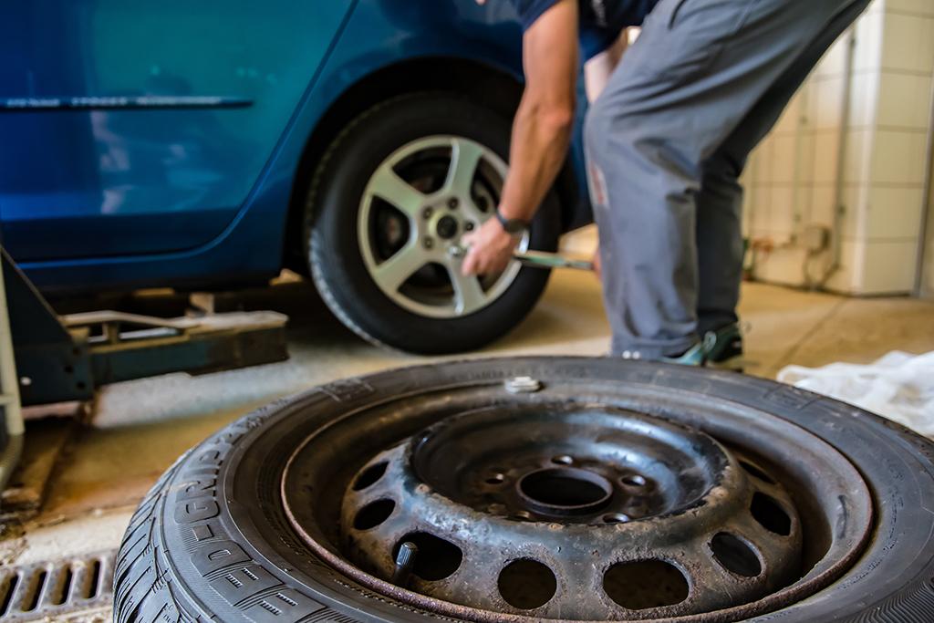 Auch wenn Sie einen Druckregler selten benutzen, macht der Alterungsprozess nicht vor den innenliegenden Gummiteilen halt. Das ist zu vergleichen mit Pkw-Reifen. Trotz geringer Laufleistung müssen sie irgendwann ausgetauscht werden.