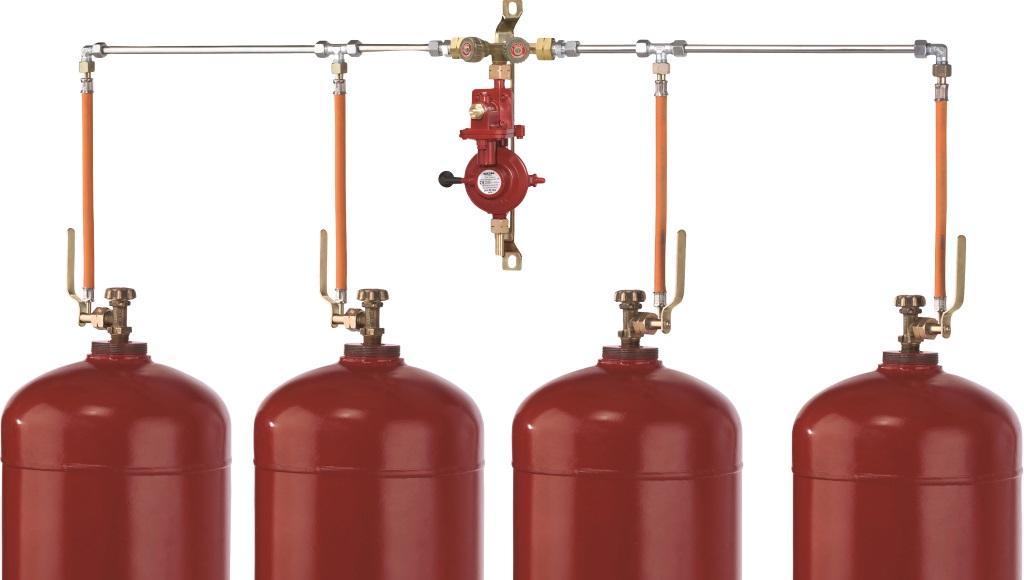 <strong>Wem die Gasflasche ständig einfriert, der kann mit einer Mehrflaschenanlage der Vereisung vorbeugen. Hier abgebildet: eine Vierflaschenanlage</strong>